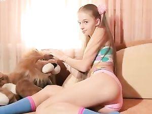 18 Yo Blonde Princess Posing Naked On Her Bed